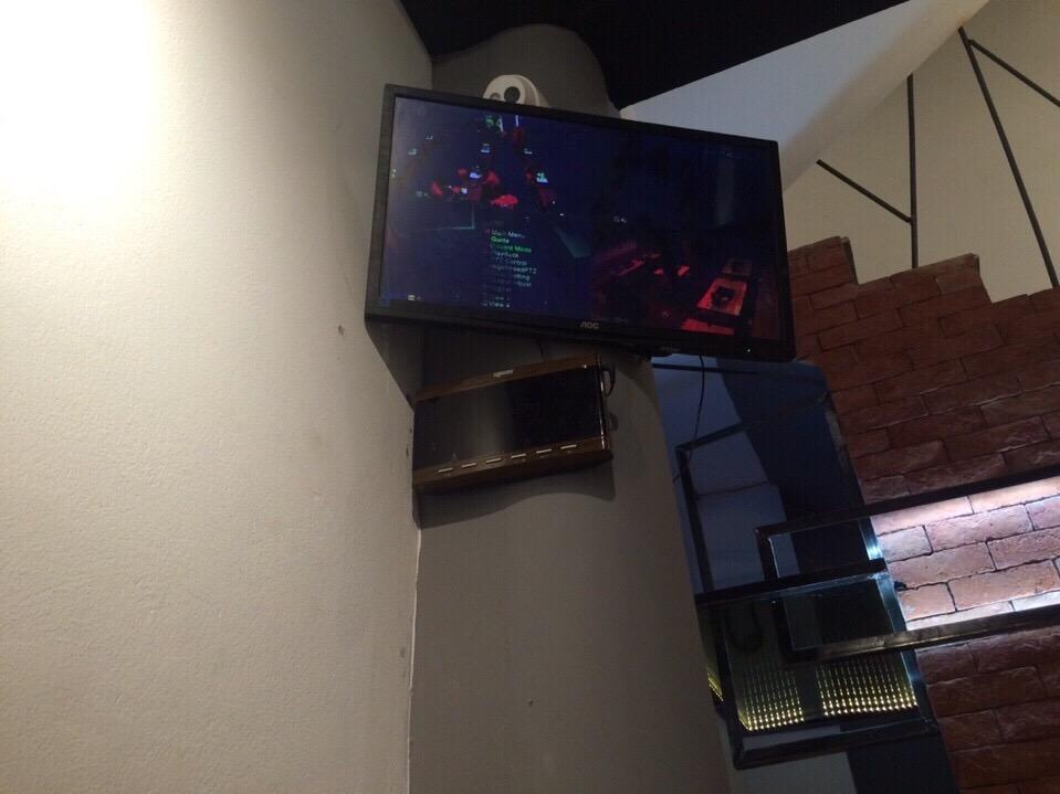Bảng thiết bị hiển thị được lắp đặt tại trung tâm của quầy dịch vụ