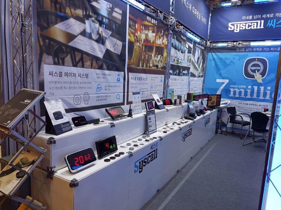 Gian hàng của chuông gọi phục vụ không dây Syscall nổi bật tại Seoul Hàn Quốc
