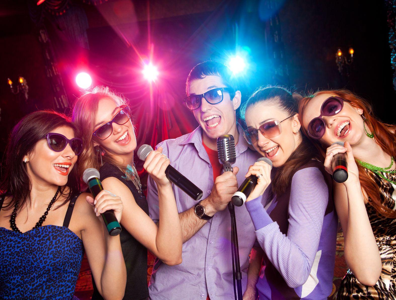 hat karaoke với hệ thống chuông gọi phục vụ