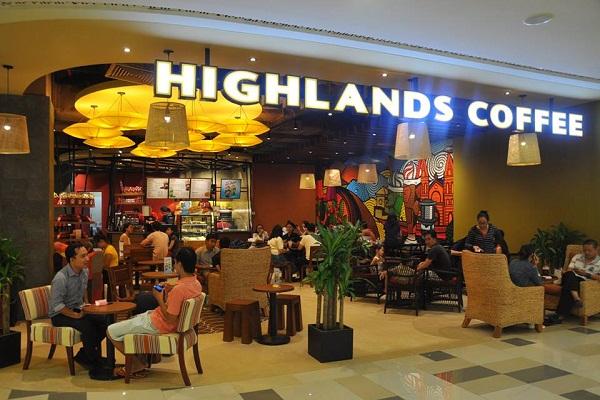 """Sự thay đổi đáng chú ý của Highlands Coffee: Từ hình thức """"được phục vụ"""" thành """"tự phục vụ"""""""
