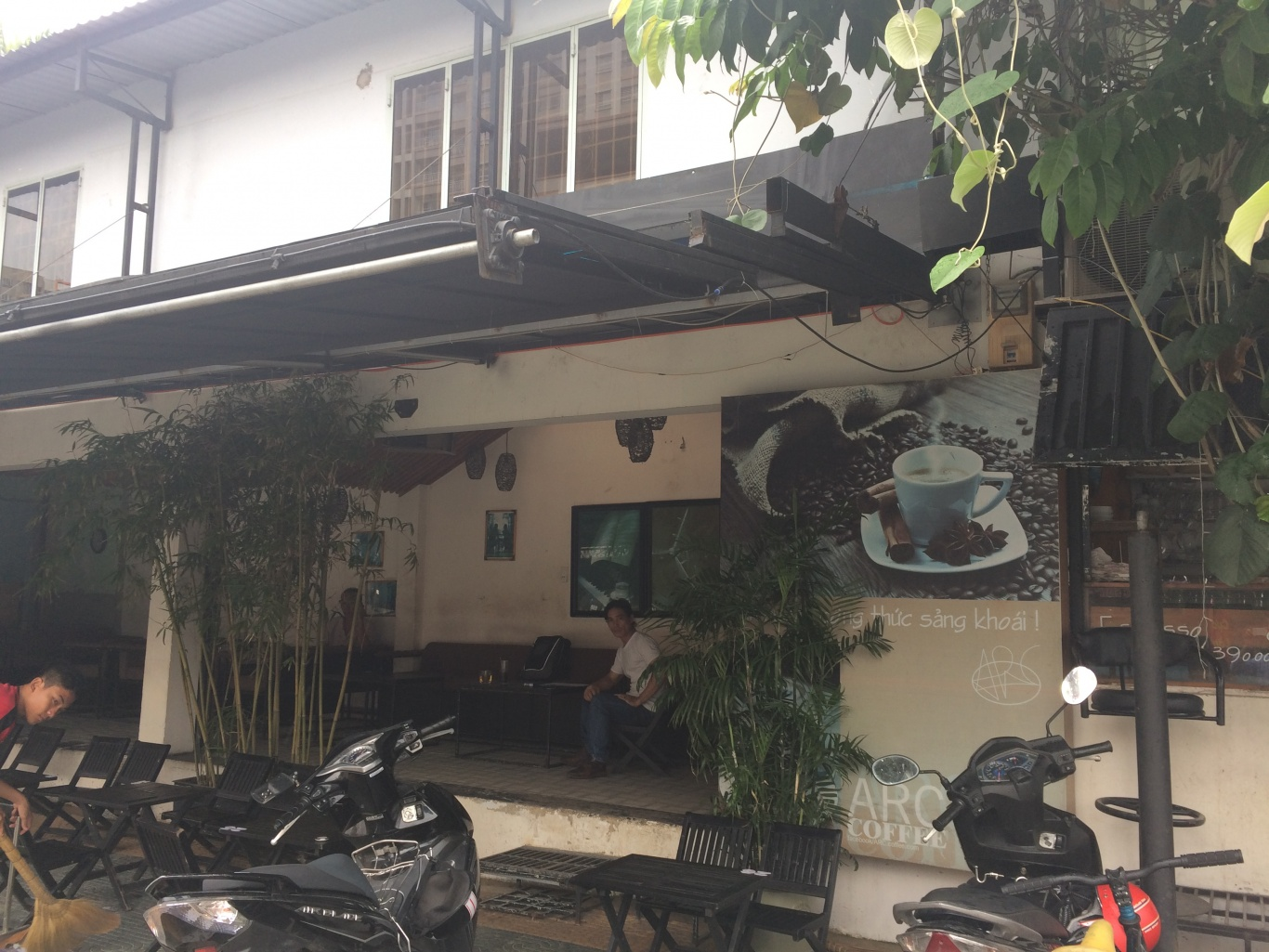 không gian bên trong quán cafe arc coffe