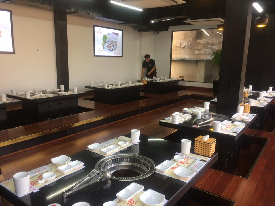 nha-hang-grill-66-sang-trong-hon-nho-chuong-goi-phuc-vu-khong-day