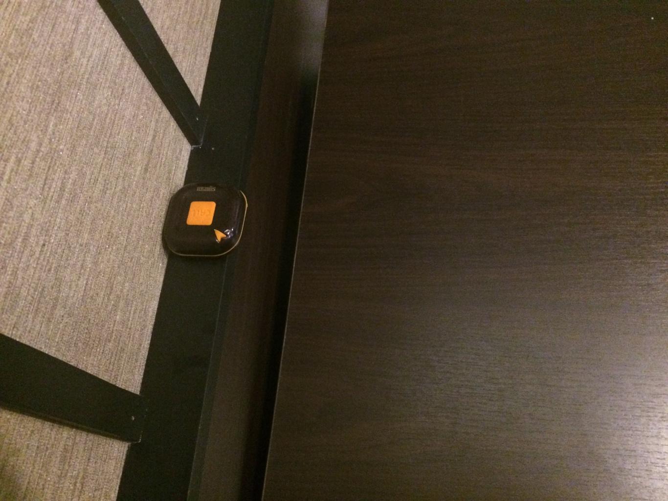 nút chuông gọi phục vụ st-100 được lắp đặt tại từng bàn