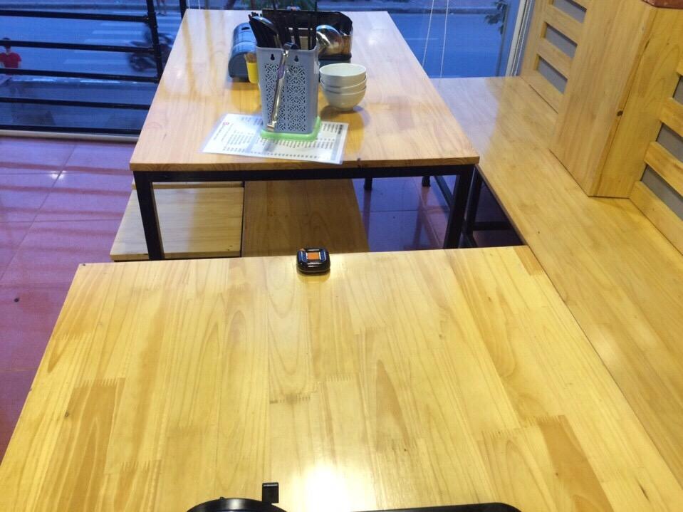 nút chuông gọi phục vụ không dây ST-100 được lắp đặt tại từng bàn ăn