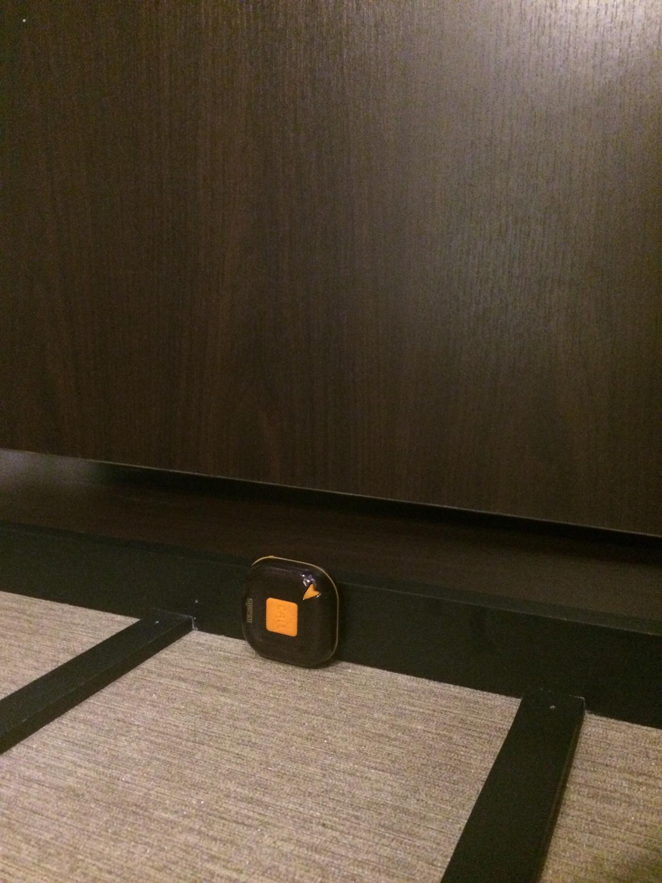 nút chuông gọi phục vụ ST-100 gắn tại từng bàn của nhà hàng Hàn Quốc Yeol Kwang