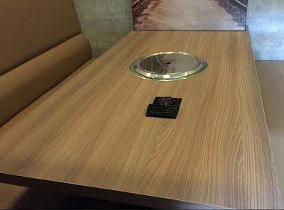 nút chuông gọi st-600 được lắp đặt tại từng bàn của nhà hàng món huế