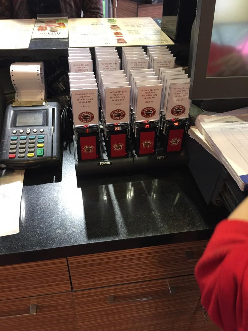 Ecall lắp đặt thiết bị tự phục vụ ở Highlands Coffee cột cờ Hà Nội
