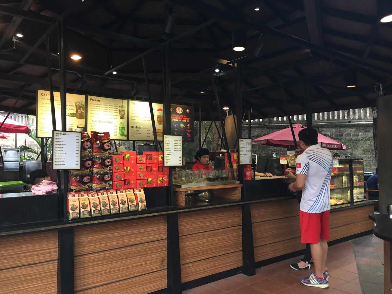Thi công lắp đặt thiết bị tự phục vụ ở Highlands Coffee cột cờ Hà Nội