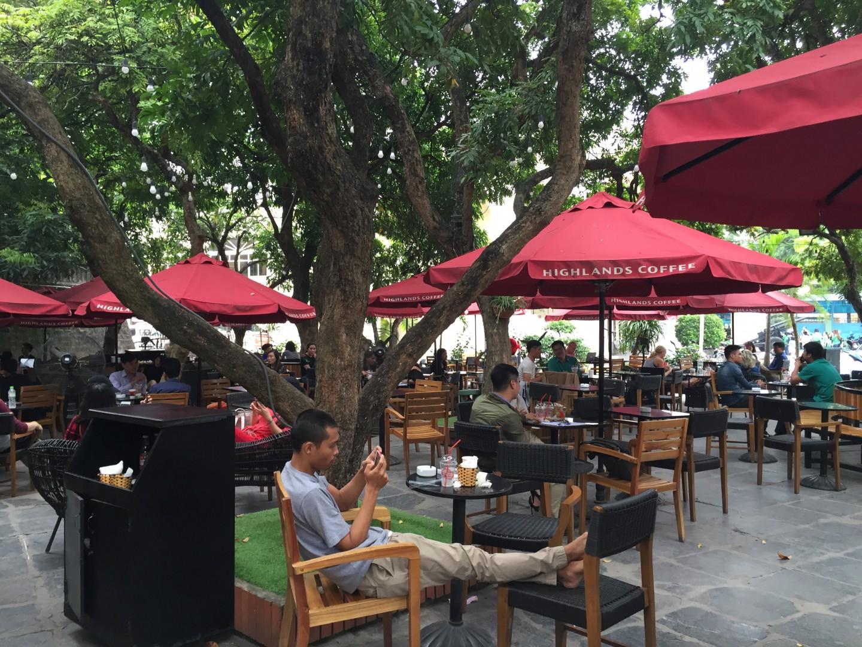 Lắp đặt thiết bị tự phục vụ ở Highlands Coffee cột cờ Hà Nội