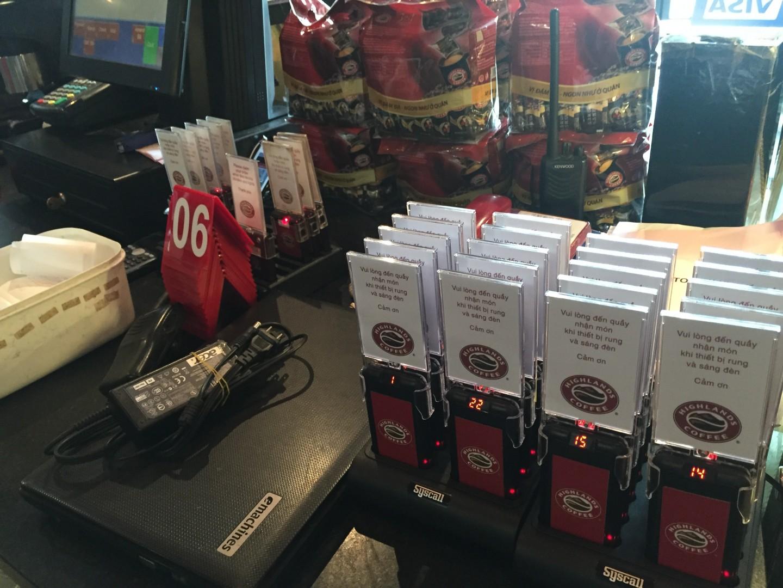 Mô hình thiết bị tự phục vụ ở quán Highlands Coffee Hồ Gươm Plaza