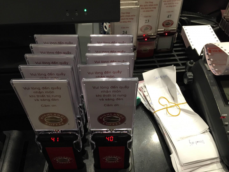 Ecall lắp đặt thiết bị tự phục vụ ở quán Highlands Coffee hồ Trúc Bạch